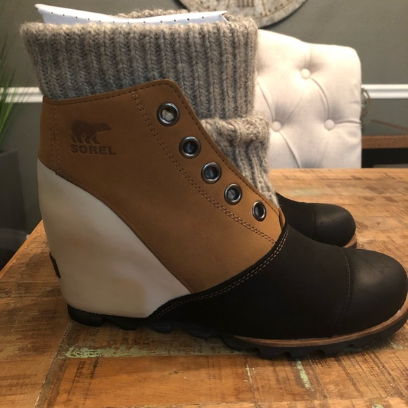 8a61233c6f3 Women s size 9 SOREL JOANIE SWEATER WEDGE BOOTS